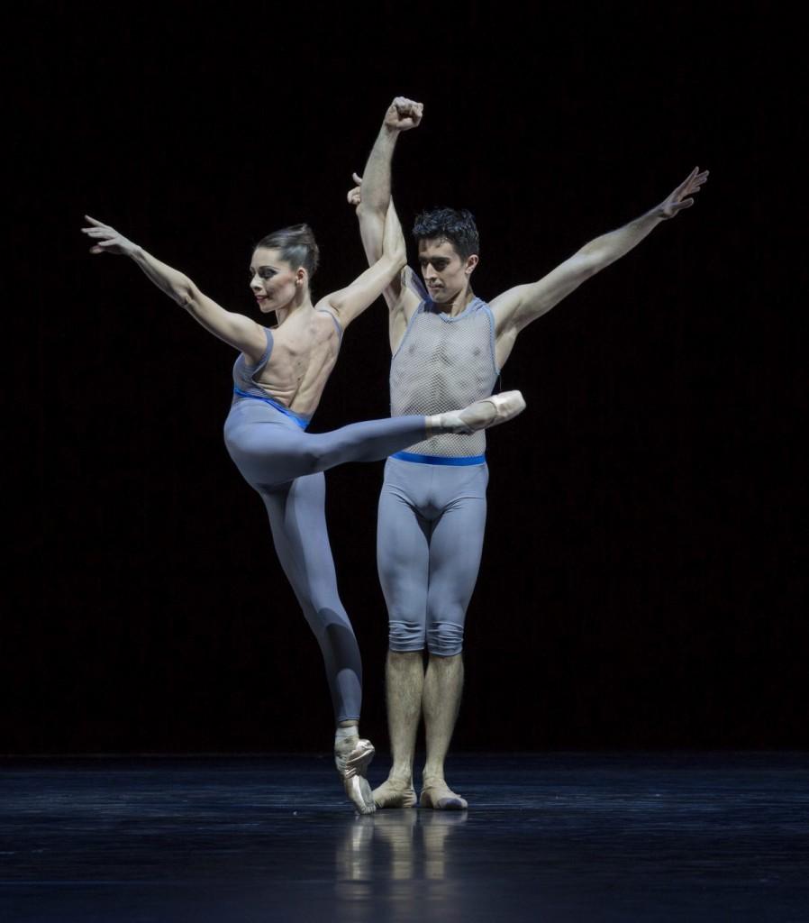 """6. J.Thirault and A.Simões, """"Variations and Partitas"""" by M.Schläpfer, Ballett am Rhein © G.Weigelt"""