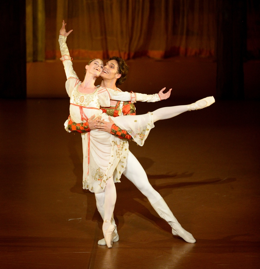 "1. E.Badenes and D.Camargo, ""Romeo and Juliet"" by J.Cranko © Stuttgart Ballet"