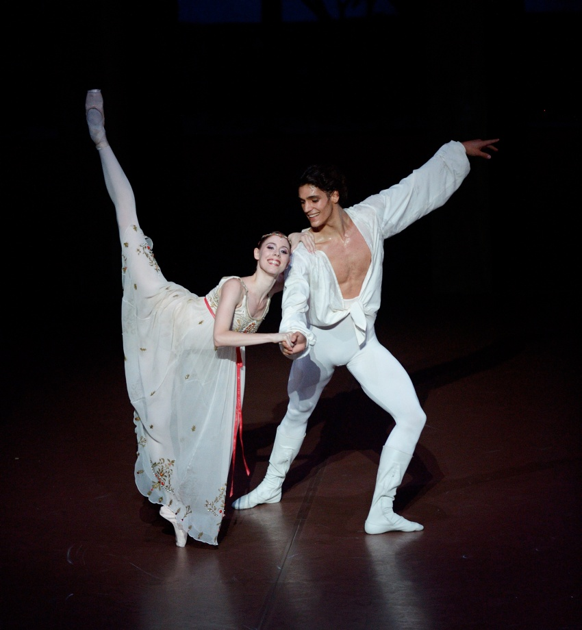 "3. E.Badenes and D.Camargo, ""Romeo and Juliet"" by J.Cranko © Stuttgart Ballet"