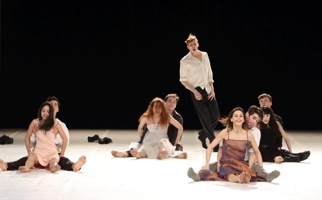"""1. Ensemble, """"Für die Kinder von gestern, heute und morgen"""" by P.Bausch, Bavarian State Ballet © W.Hösl 2016"""
