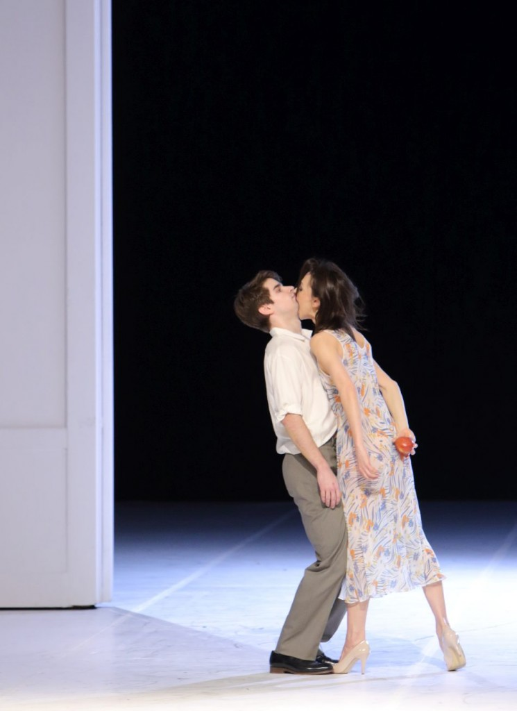 """9. S. Throop and S.Ferrolier, """"Für die Kinder von gestern, heute und morgen"""" by P.Bausch, Bavarian State Ballet © W.Hösl 2016"""