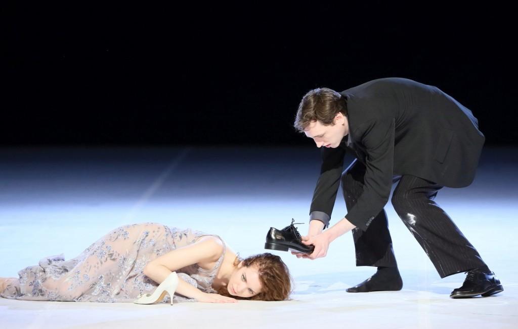 """10. A.Tuzil and L.Engel, """"Für die Kinder von gestern, heute und morgen"""" by P.Bausch, Bavarian State Ballet © W.Hösl 2016"""