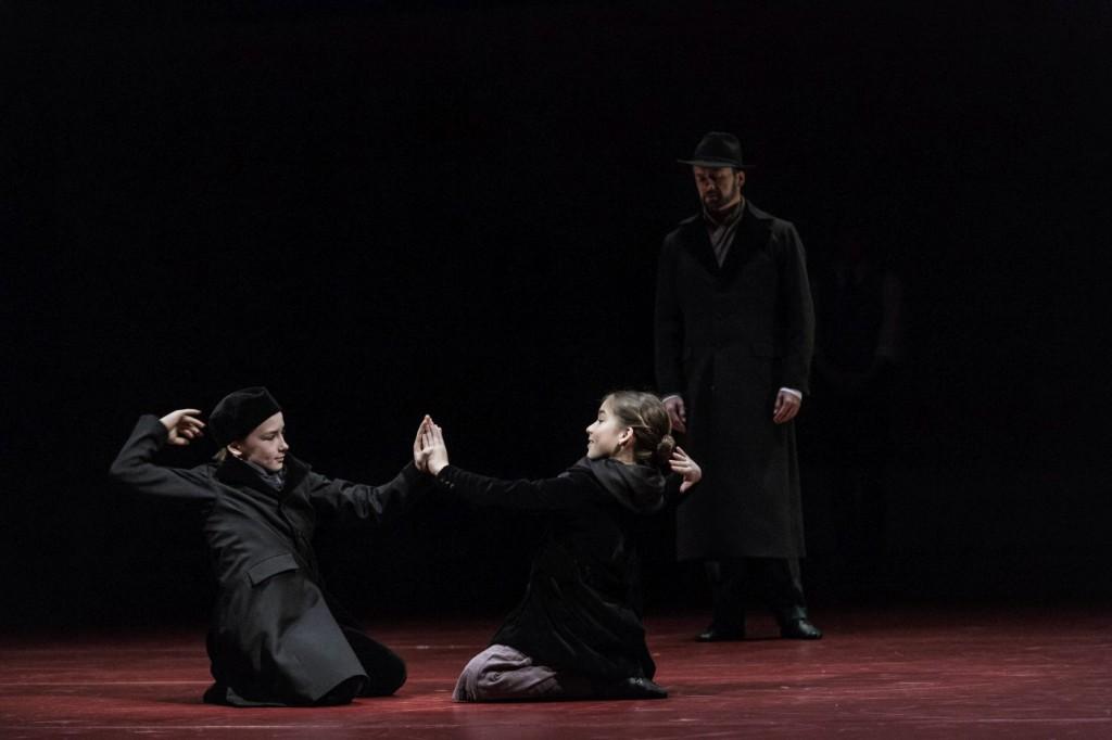 "2. S.Pestotnik Stres, L.Klemen and I.A.Ermalai, ""Doctor Zhivago"" by J.Bubeníček, SNG Opera in Balet Ljubljana © D.Štravs Tisu 2016"