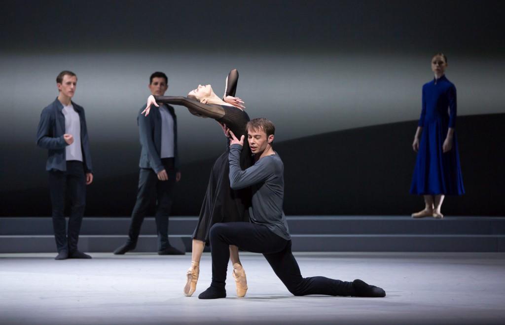 "3. S.Martin, C.Harrison and ensemble, ""Swan Lake"" by D.Dawson, Scottish Ballet © Scottish Ballet 2016"