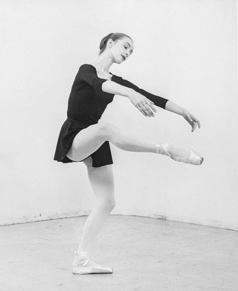 "2. P.Bausch rehearsing ""A Choreographer Comments"" by Antony Tudor, Juillard School, New York 1960 © Impact Photos Inc., Juillard Archives"