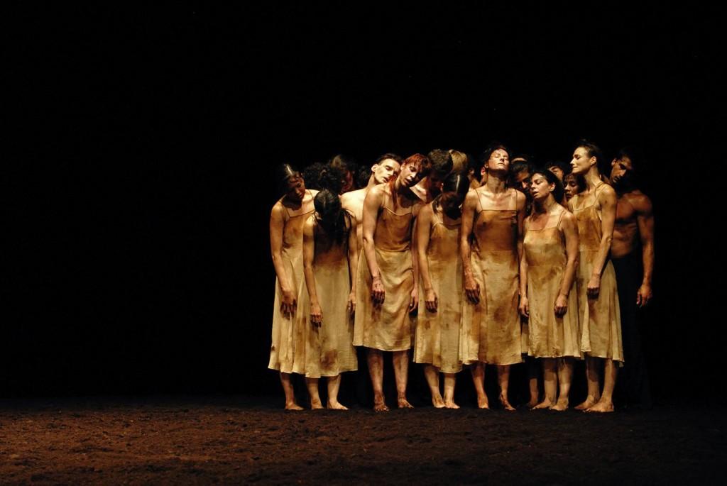 """11. Ensemble, """"The Rite of Spring"""" by P.Bausch, Tanztheater Wuppertal © Z.Aydin-Herwegh 2016"""