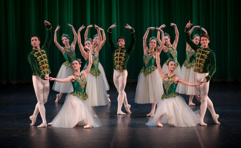 "1. Ensemble, ""Jewels"" by G.Balanchine, State Ballet Berlin © S.Ballone"