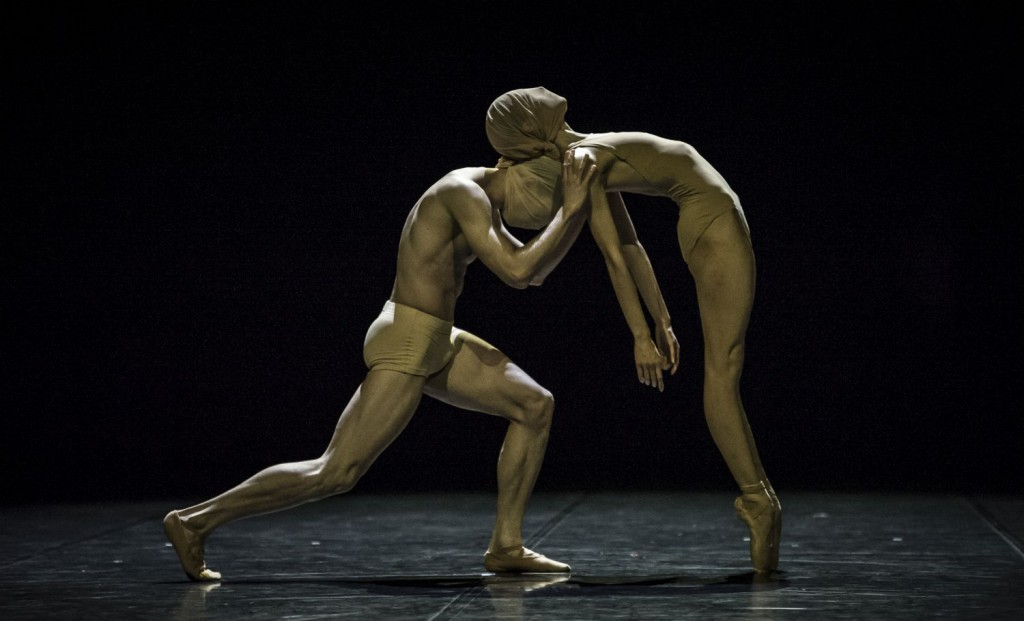 "16. L.Stiens and R.Aleman, ""Absence"" by R.D'Alesio; Noverre Society, Young Choreographers © Carlos Quezada"