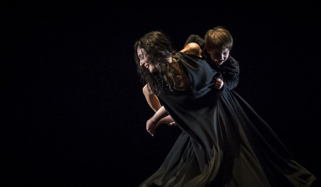 "15. M.Simon and her son, ""Cunt"" by S.Ezzell; Noverre Society, Young Choreographers © Carlos Quezada"