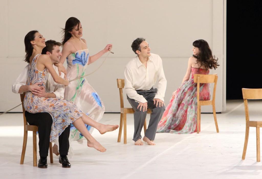 """26. S.Ferrolier, M.Dilaghi, Z.Zahradníková, M.Urban and M.Navarrete Villalba, """"Für die Kinder von gestern, heute und morgen"""" by P.Bausch, Bavarian State Ballet © W.Hösl"""