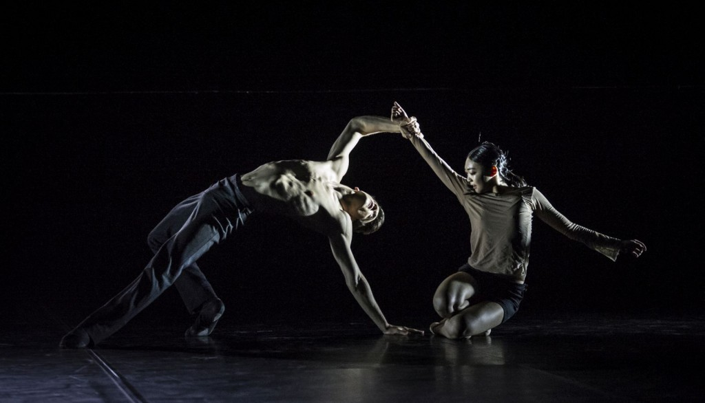 "4. F.Adorisio and J.Park, ""Hands, be still"" by Ö.Ayik; Noverre Society, Young Choreographers © Carlos Quezada"