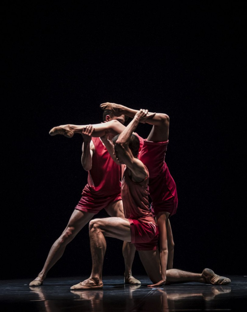 "12. A.Su, R.Robinson and L.Stiens, ""Haven"" by R.Chappell; Noverre Society, Young Choreographers © Carlos Quezada"
