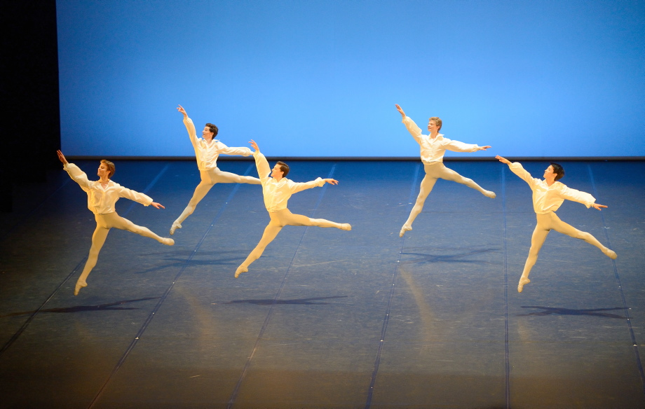"""1. Students of the 6th class and the Academy Classes A and B, """"Italiana"""" by N.Biasutti, John Cranko School © Stuttgart Ballet 2016"""