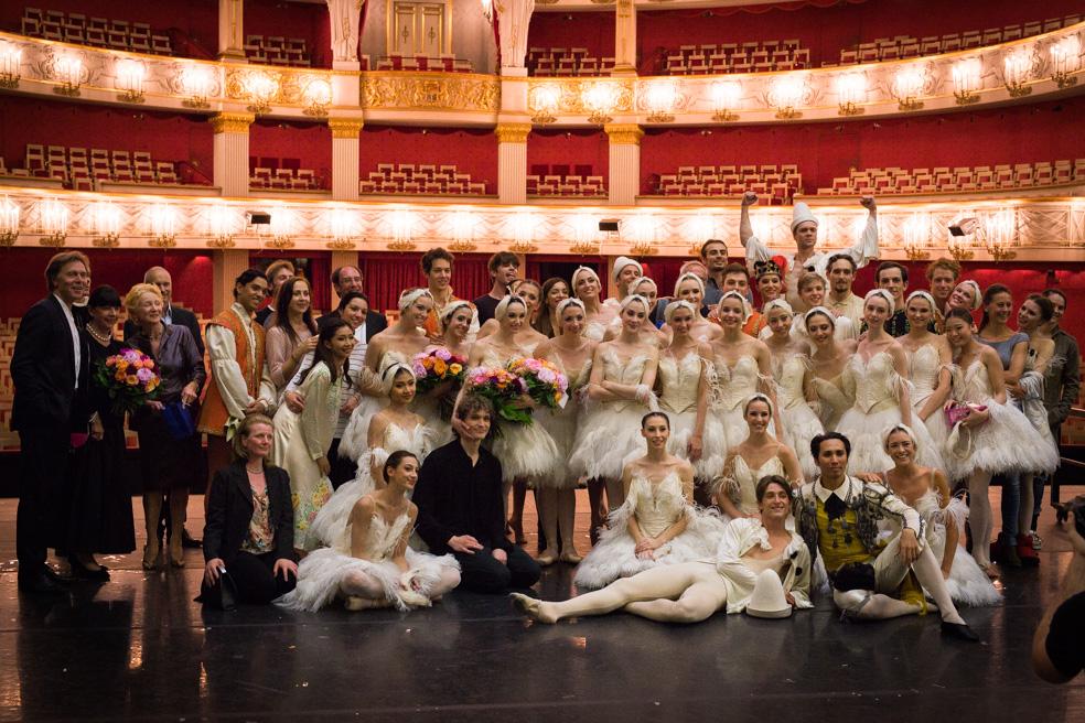 "9. I.Liška, I.Lejeune, C.Scott and ensemble, ""Illusions – like Swan Lake"" by J.Neumeier, Bavarian State Ballet, Munich © S.Vogl 2016"