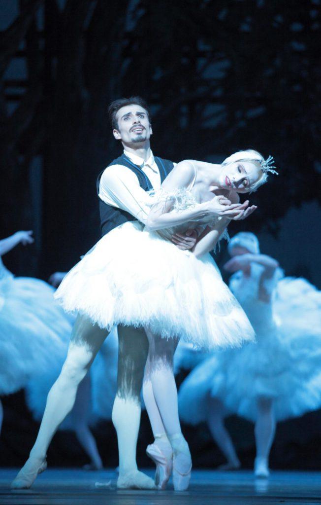 "6. T.Mikayelyan and D.Sukhorukova, ""Illusions – like Swan Lake"" by J.Neumeier, Bavarian State Ballet © W.Hösl"