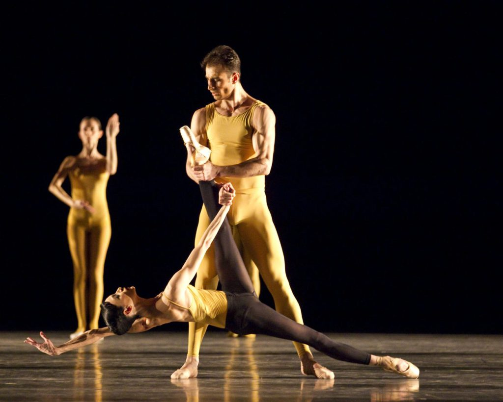 "13. L.Lacarra, T.Mikayelyan and ensemble, ""Artifact II"" by W.Forsythe, Bavarian State Ballet © T.Kirchgraber"