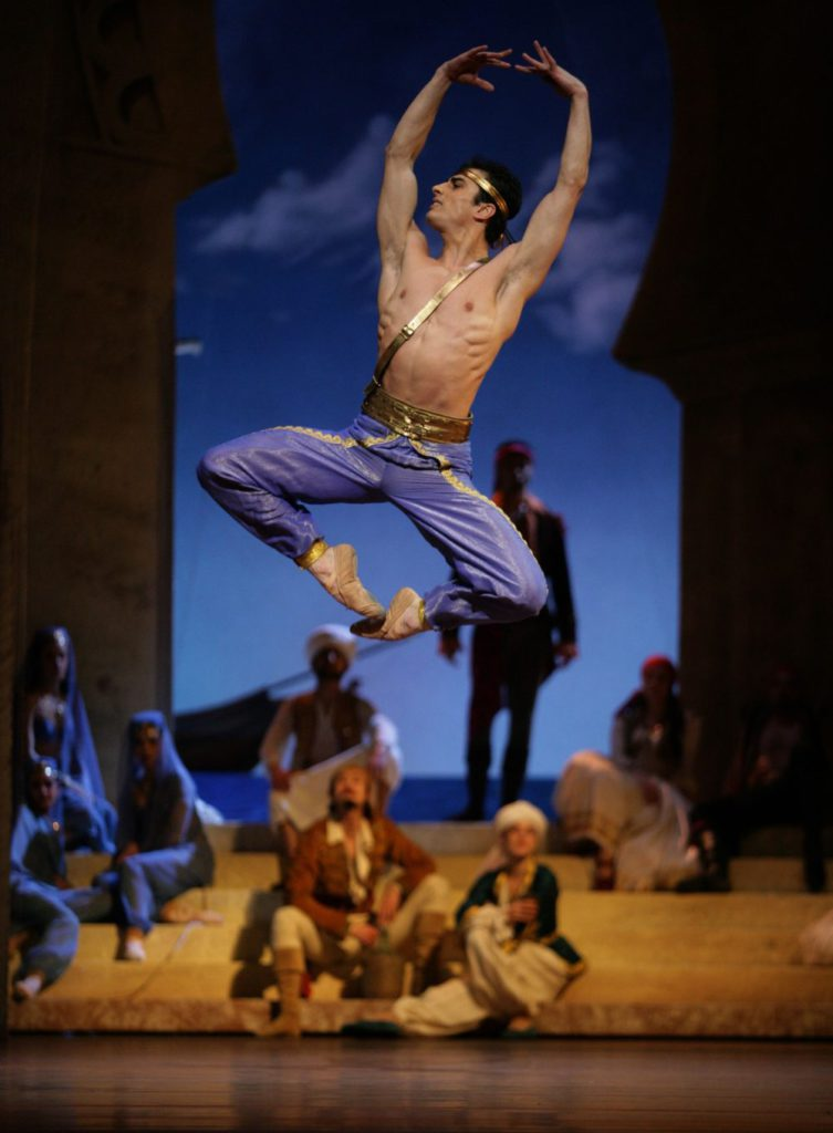 "11. T.Mikayelyan and ensemble, ""Le Corsaire"" by I.Liška after M.Petipa, Bavarian State Ballet © W.Hösl"