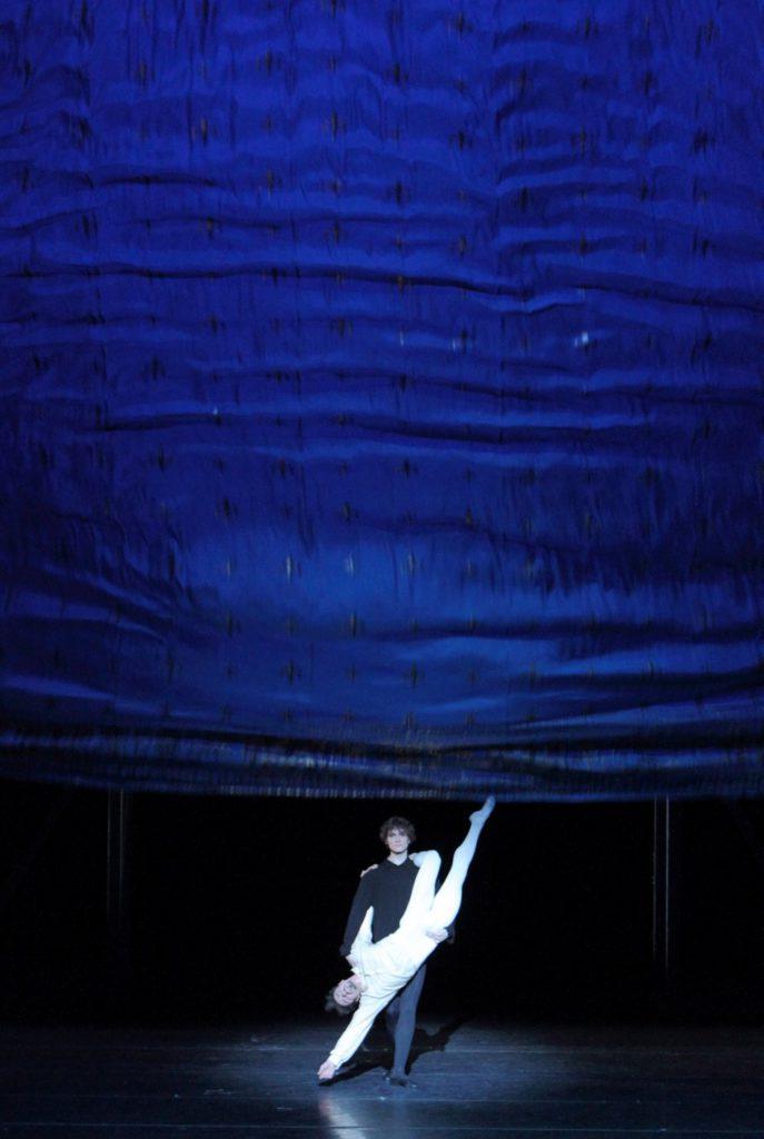 "8. T.Mikayelyan and M.Dino, ""Illusions – like Swan Lake"" by J.Neumeier, Bavarian State Ballet, Munich © W.Hösl 2016"