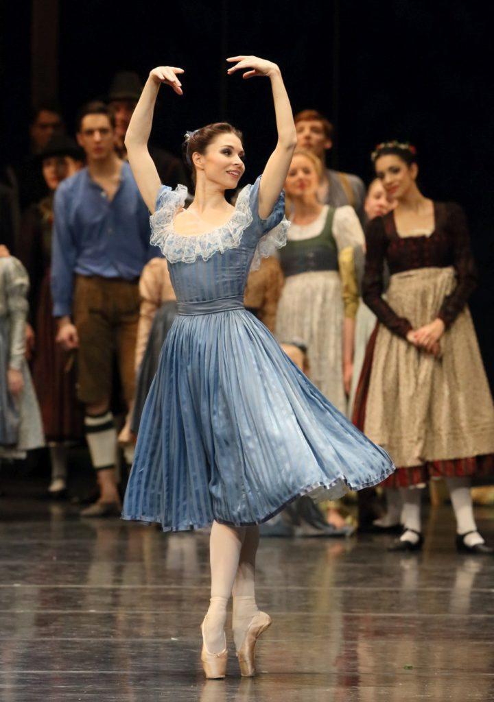 "3. E.Petina and ensemble, ""Illusions – like Swan Lake"" by J.Neumeier, Bavarian State Ballet, Munich © W.Hösl 2016"