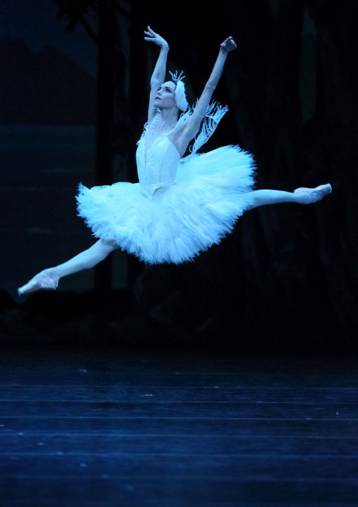 "4. L.Lacarra, ""Illusions – like Swan Lake"" by J.Neumeier, Bavarian State Ballet, Munich © W.Hösl 2016"