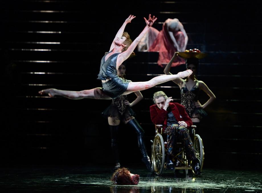 "6. E.Badenes, R.Novitzky, E.Bushuyeva, A.van der Weijde and A.Amatriain, ""Salome"" by D.Volpi, Stuttgart Ballet © Stuttgart Ballet 2016"