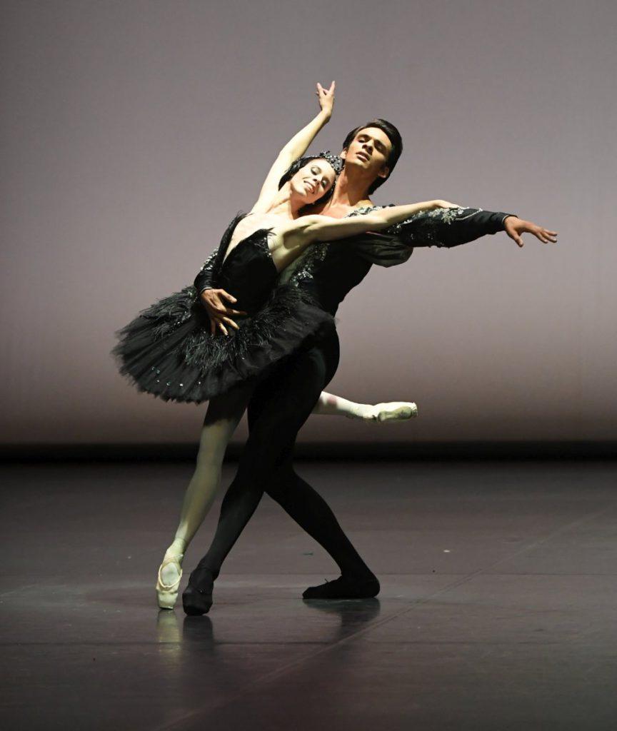 """8. E.Badenes and C.Allen, """"Swan Lake"""" by J.Cranko, """"Stuttgart Ballet Gala"""" © Stuttgart Ballet 2016"""