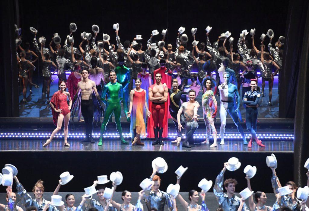 "12. ""Superheroes"" and ensemble, ""Stuttgart Ballet Gala"" © Stuttgart Ballet 2016"