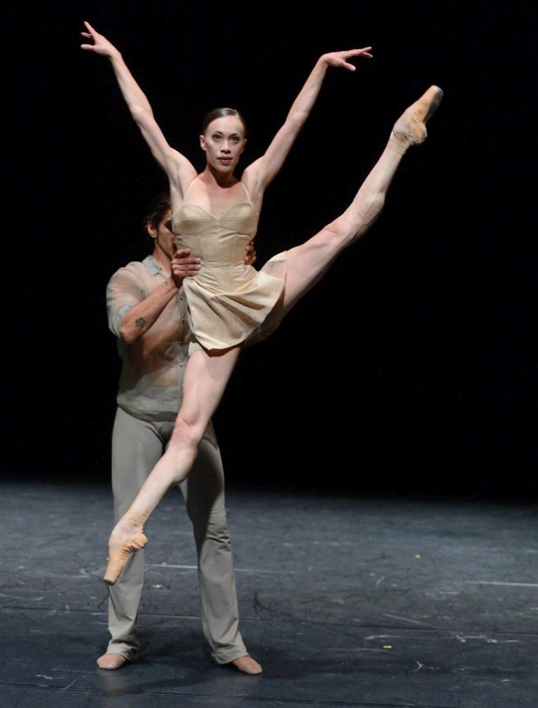 "2. A.Osadcenko and J.Reilly, ""Delta Inserts"" by K.O'Day, Stuttgart Ballet © Stuttgart Ballet 2016"