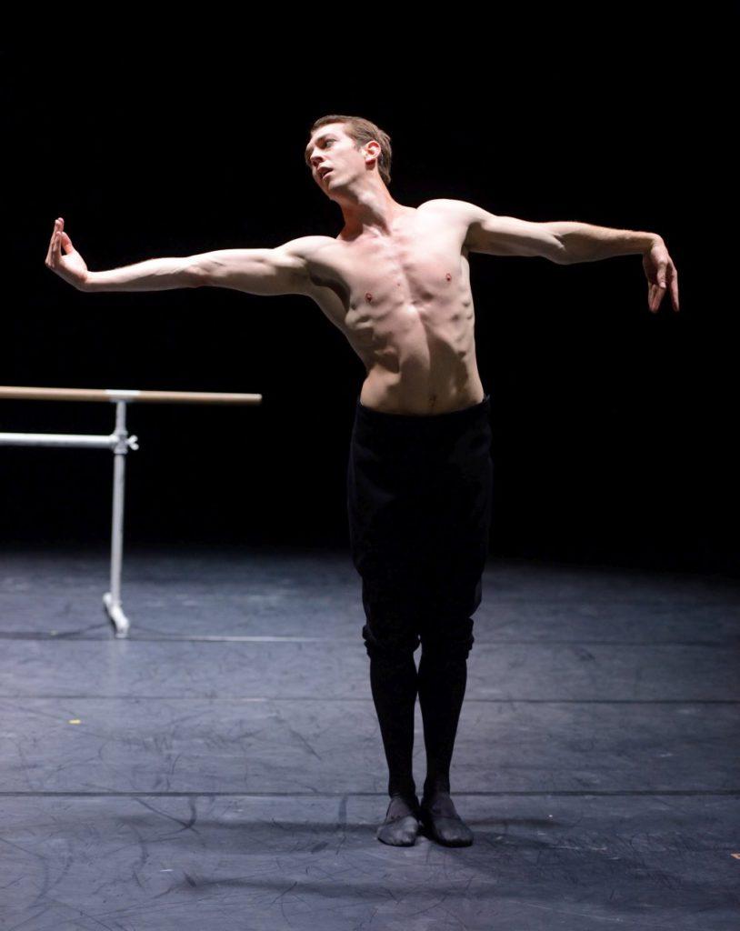 """4. R.Robinson, """"The Boy"""" by L.Stiens, Stuttgart Ballet © Stuttgart Ballet 2016"""