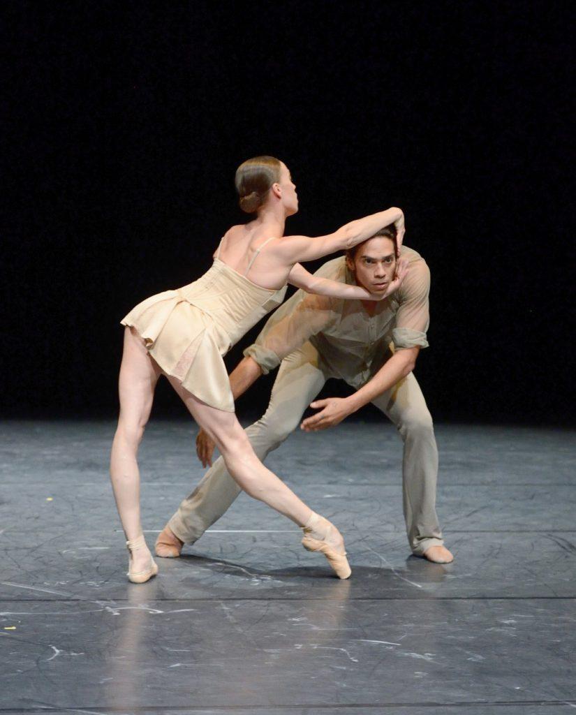 "1. A.Osadcenko and J.Reilly, ""Delta Inserts"" by K.O'Day, Stuttgart Ballet © Stuttgart Ballet 2016"