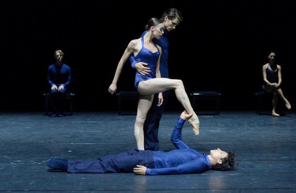 """10. A.Osadcenko, D.Moore, P.von Sternenfels and ensemble, """"Ssss..."""" by E.Clug, Stuttgart Ballet © Stuttgart Ballet 2016"""