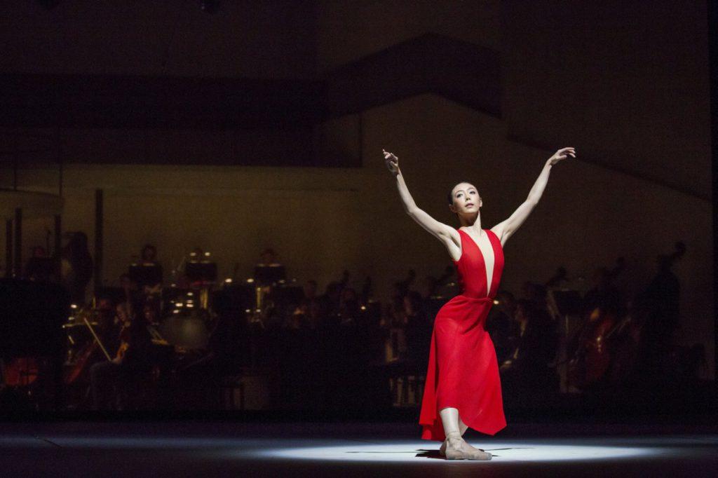 """6. X.Lin, """"Turangalȋla"""" by J.Neumeier, Hamburg Ballet © K.West 2016"""