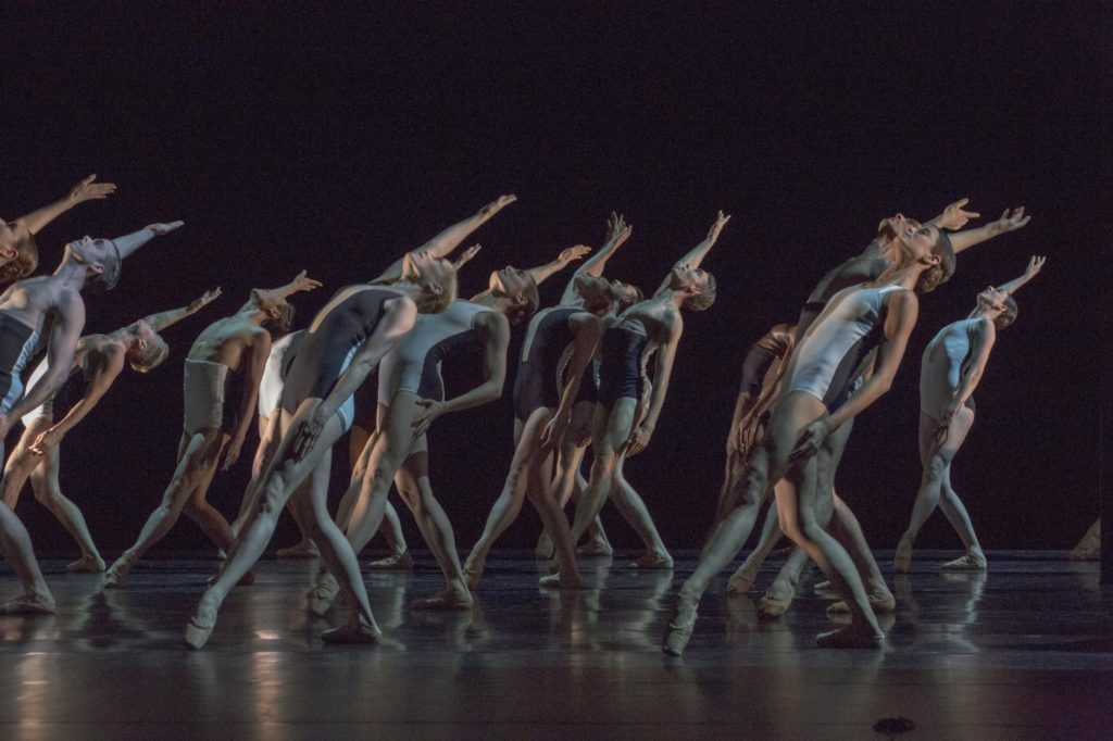 "4. Ensemble, ""Tenebre"" by H.Essakow, Ballett am Rhein © G.Weigelt 2016"