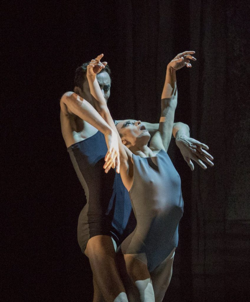 "5. M.Menha and M.do Amaral, ""Tenebre"" by H.Essakow, Ballett am Rhein © G.Weigelt 2016"