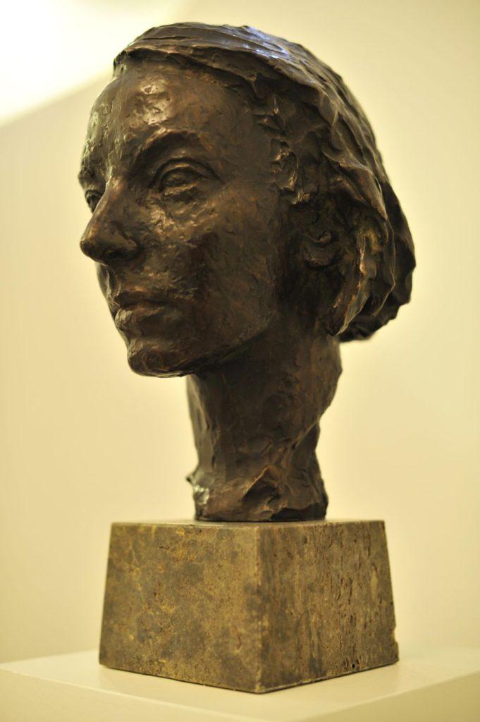 2. Bust of Gret Palucca © B.Mergaerts