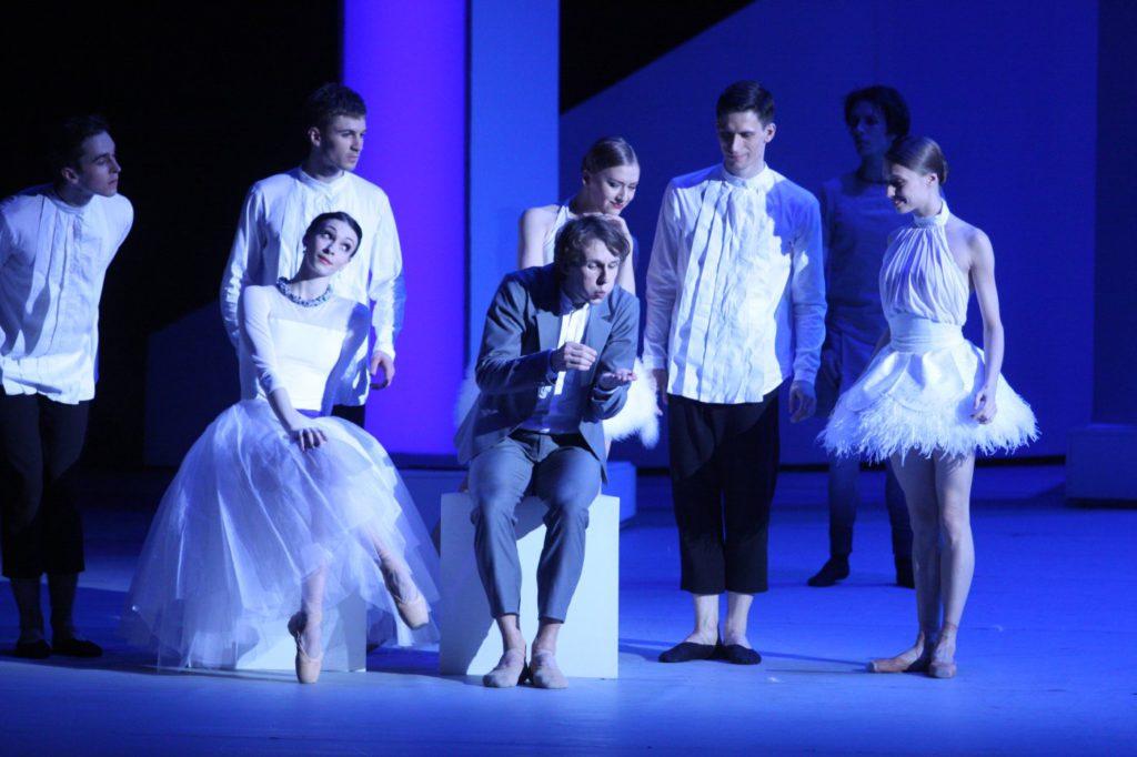 "7. O.Smirnova, S.Chudin and ensemble, ""The Taming of the Shrew"" by J.-C.Maillot, Bolshoi Ballet © E.Fetisova/Bolshoi Theatre"