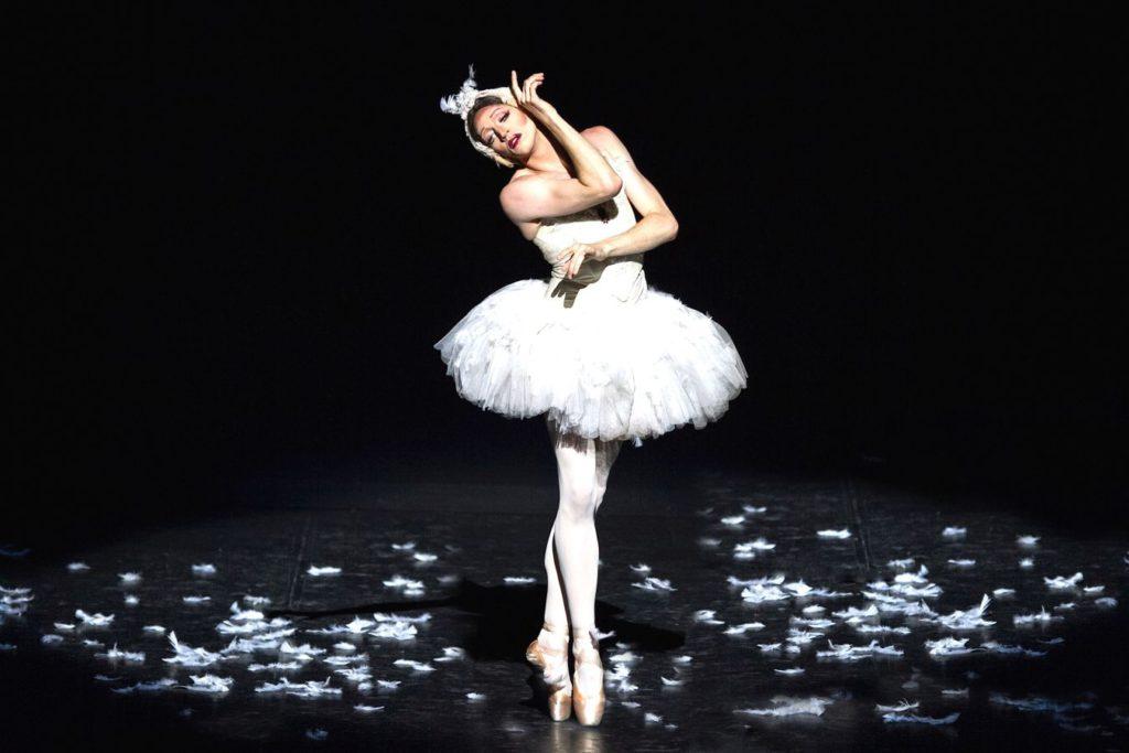 """6. """"Dying Swan"""", Les Ballets Trockadero de Monte Carlo © M.Orcelli"""
