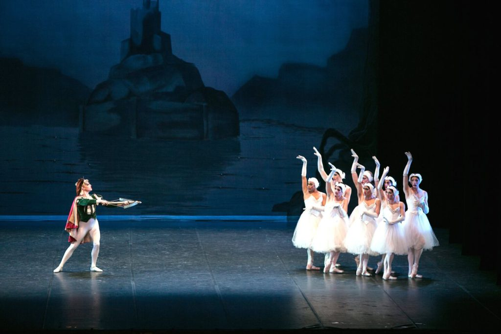 "2. Ensemble, ""Swan Lake"" after L.Ivanov, Les Ballets Trockadero de Monte Carlo © M.Orcelli"