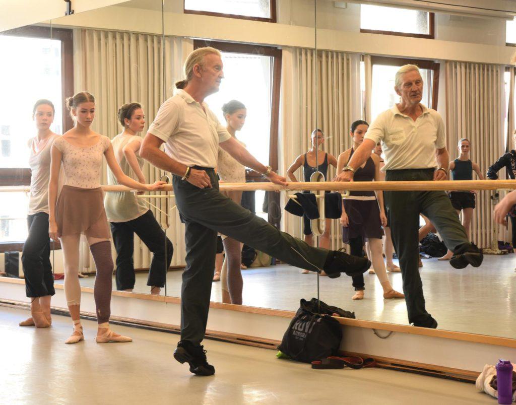 "3. J.Eliasen giving class, ""Ballet Extra"", Bavarian State Ballet © C.Tandy 2016"