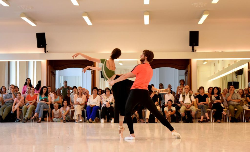 "4. M.Shirinkina and V.Shklyarov rehearsing ""Giselle"", ""Ballet Extra"", Bavarian State Ballet © C.Tandy 2016"