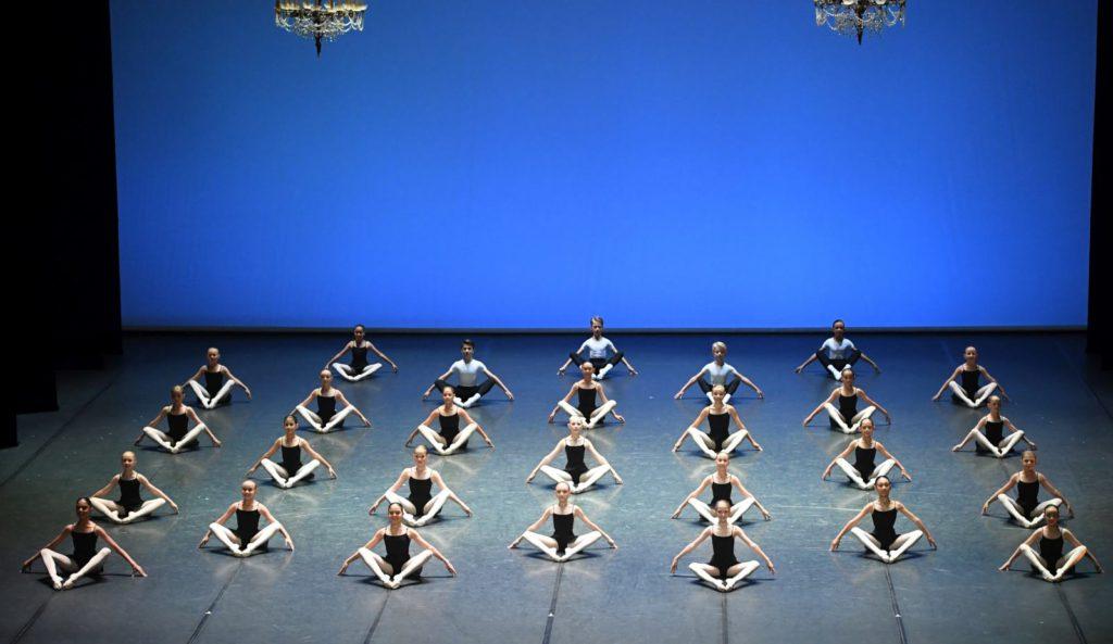 "2. Students of the John Cranko School, ""Etudes"" by T. and B.Matacz © Stuttgart Ballet 2016"