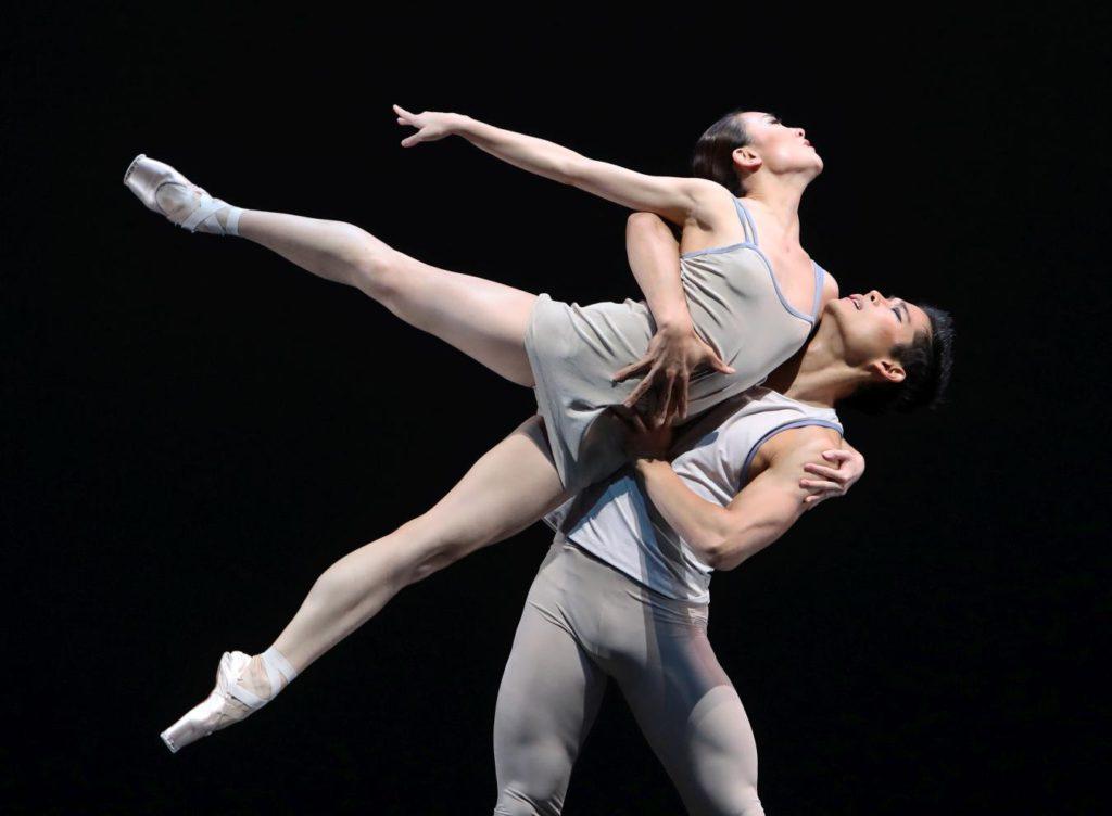 "3. Q.Liu and Y.Gyo Choi, ""Episodes van Fragmenten"" by T.van Schayk, Dutch National Ballet © H.Gerritsen 2016"