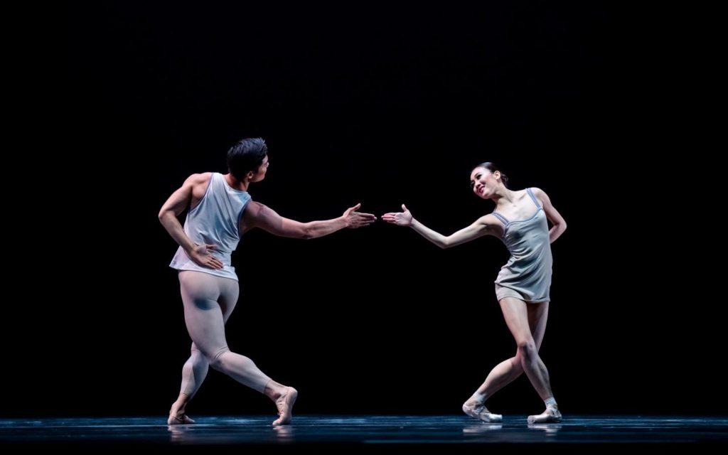"4. Y.Gyo Choi and Q.Liu, ""Episodes van Fragmenten"" by T.van Schayk, Dutch National Ballet © A.Kaftira 2016"
