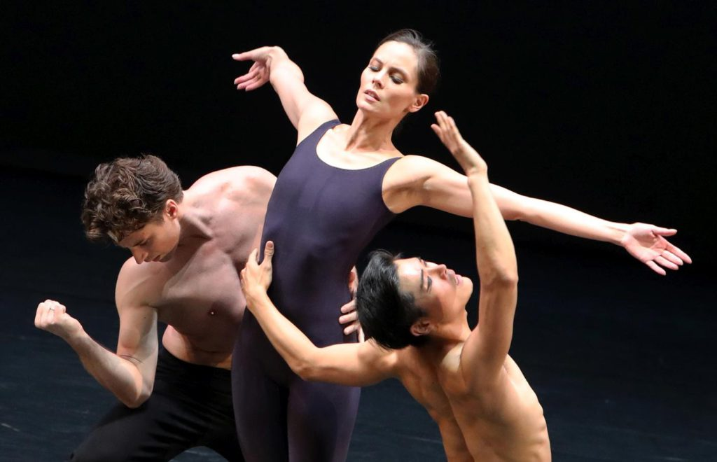 """7. A.Babenko, I.de Jongh and Y.Gyo Choi, """"Requiem"""" by T.van Schayk, Dutch National Ballet © H.Gerritsen 2016"""