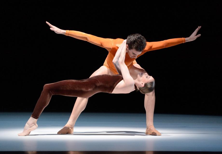 "13. M.F.Paixa and A.Osadcenko, ""Kammerballett"" by H.van Manen, Stuttgart Ballet © Stuttgart Ballet"