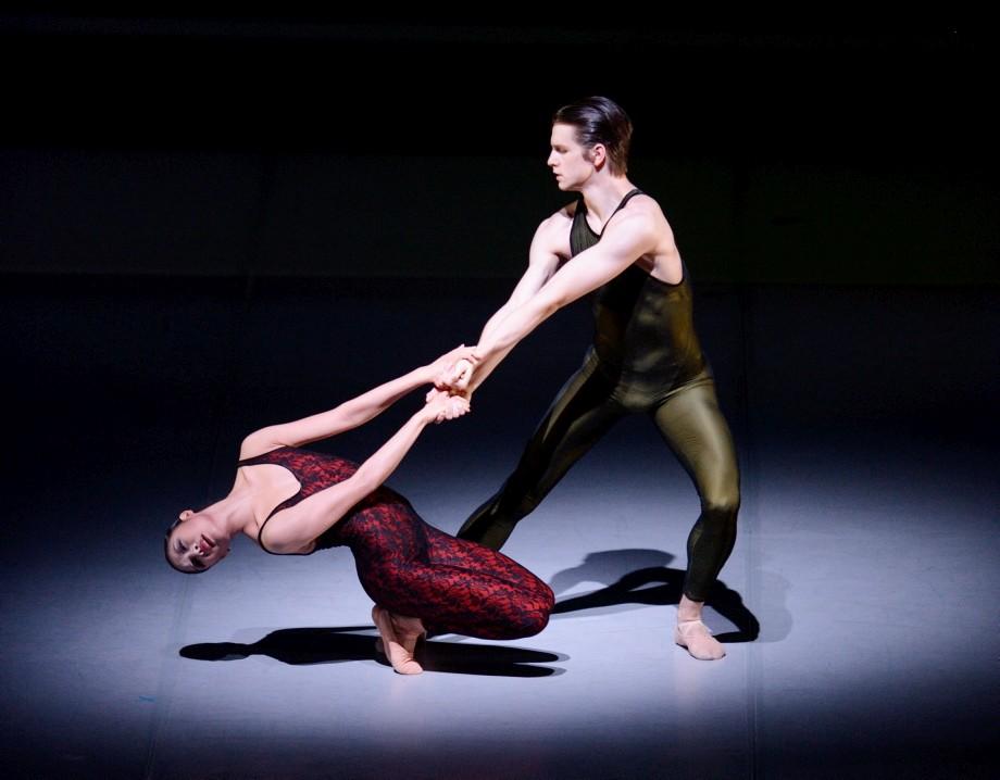 "28. H.-J.Kang and D.Moore, ""Frank Bridge Variations"" by H.van Manen, Stuttgart Ballet © Stuttgart Ballet"