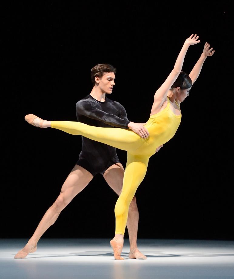 "14. D.Camargo and H.-J.Kang, ""Kammerballett"" by H.van Manen, Stuttgart Ballet © Stuttgart Ballet"