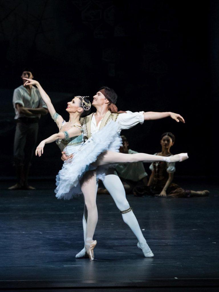 """3. L.Konovalova and R.Gabdullin, """"Le Corsaire"""" by M.Legris after M.Petipa et al. © Vienna State Ballet / A.Taylor 2016"""