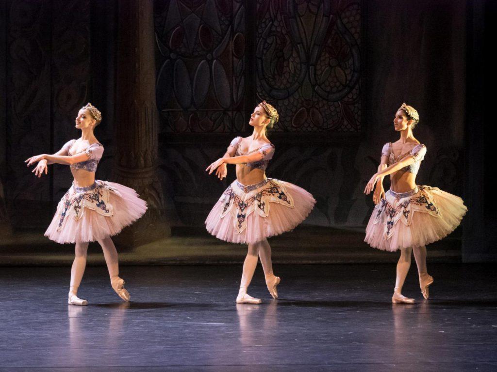 """8. N.Mair, A.Fiocchi and A.Manolova, """"Le Corsaire"""" by M.Legris after M.Petipa et al. © Vienna State Ballet / A.Taylor 2016"""