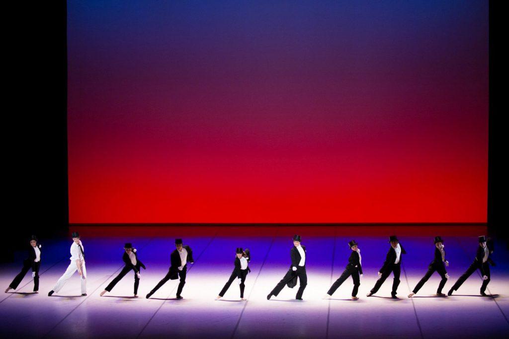 "2. L.Riggins and ensemble, ""Shall We Dance"" by J.Neumeier, Hamburg Ballet © K.West 2016"